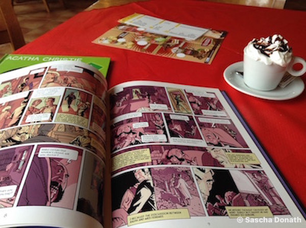 Poirot Graphic Novel und Cappuccino